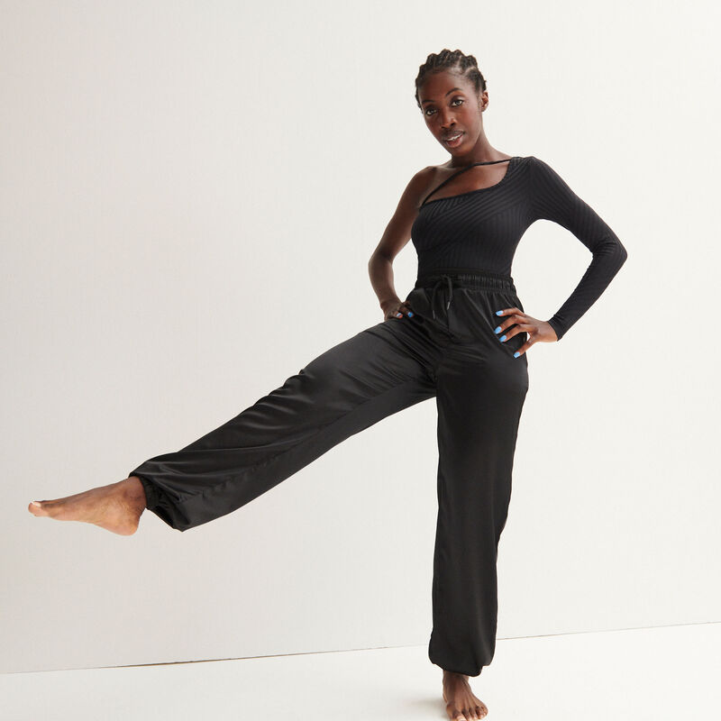 Aya x undiz satijnen joggingpak - zwart;