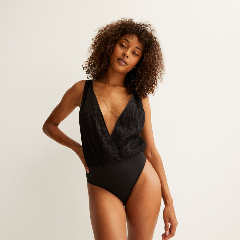 laag uitgesneden body met kettingdetail - zwart;