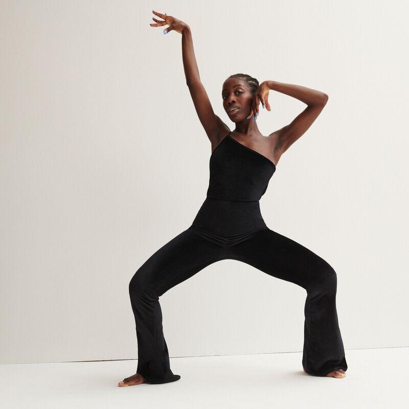 Aya x undiz asymmetrische jumpsuit in velours - zwart;