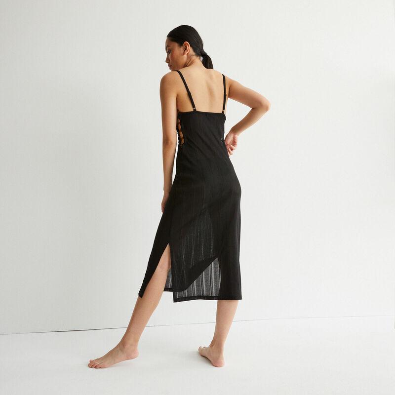 lange ajour-jurk met decolleté en ring - zwart;